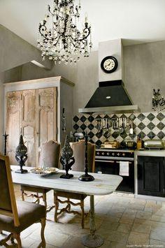 Cuisine du relais de poste | Lacanche range in black & brass