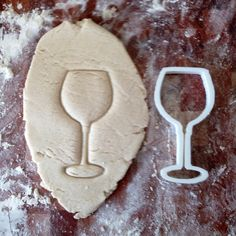 WINE GLASS Cookie Cutter perfect for sugar and iced cookies. Also, for crust less sandwiches. Love Chocolate, How To Make Chocolate, Wine Gadgets, Kitchen Gadgets, Traveling Vineyard, B Recipe, Cake Decorating Supplies, Gifts For Wine Lovers, Wine Parties