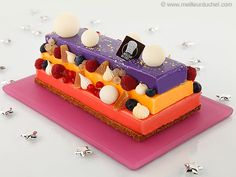 Three-Fruit Christmas Log Cake - Our recipe with photos - Meilleur du Chef Mousse, Christmas Log Cake, Caramel Bits, Dessert Cups, Mini Desserts, Food Illustrations, Cute Cakes, Cupcake Cookies, Beautiful Cakes