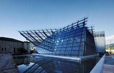 Muse. Museo della scienza situato nella città di Trento. Costruito molto recentemente, già famoso per le sue attrazioni.