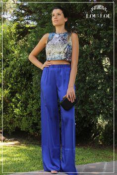 Mechi: pantalón Lyon en azul eléctrico y top Anne en paillettes