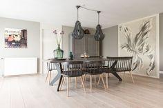 Voor de wanden keuken van de woning van Muserref en Battal is gekozen voor Gravel Grey uit The Color Collection.