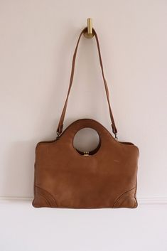 Vintage John Hort beige leather handbag, with removable strap and clasp closure. Handmade in Canada. Tavistock, Longchamp, Tote Bag, Vintage, Green, Bags, Accessories, Purses, Carry Bag