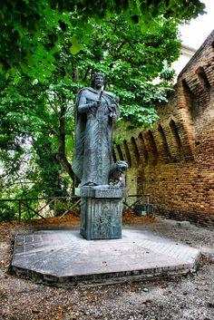 Jesi: Monumento a Federico II