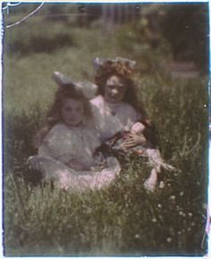 autochrome, 1910's by Arnold Genthe (1869-1942) Girls in the grass