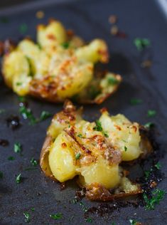 Parmesan Garlic Ranch Butter Smashed Potatoes - Potato Recipes Entree Recipes, Side Dish Recipes, Dinner Recipes, Garlic Smashed Potatoes, Red Potato Recipes, Parmesan, Griddle Recipes, Side Dishes Easy, Side Dishes