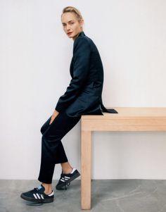 Amber Valletta by Zoe Ghertner for Vogue September 2019 Suits And Sneakers, Amber Valletta, Art Partner, Img Models, Black Turtleneck, London Hotels, Hotel Spa, Quality Time, Elle Decor