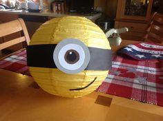"""""""Despicable Me"""" Minion themed DIY paper lantern. ---> Körper mit Luftballon und Transparentpapier/Papiermaché selber machen!!!!"""