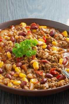 Quick Weight Watchers Mexican Skillet Recipe with ground beef, onions, tomatoes, corn, and back beans. A complete one dish meal ready in 30 minutes! 6 WW Freestyle Points and 13 Smart Points Mexican Skillet Recipe, Beef Skillet Recipe, Skillet Meals, Ww Recipes, Mexican Food Recipes, Cooking Recipes, Healthy Recipes, Recipies, Healthy Meals