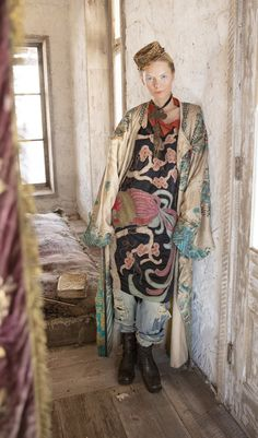 Parnassus Tunic with Embroidery, Applique In Midnight - La P'tite Môme Bohème Chic Kimono Fashion, Girl Fashion, Fashion Outfits, Hippie Fashion, Mode Kimono, Magnolia Pearl, Sweet Magnolia, Mature Fashion, Inspiration Mode