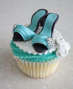 Mini-shoe cupcake