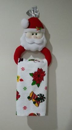 45 Funny and Cute Christmas Decorating Ideas Christmas kitchen; home decor. Christmas Projects, Felt Crafts, Holiday Crafts, Christmas Holidays, Felt Christmas Decorations, Christmas Wreaths, Christmas Ornaments, Christmas Sewing, Handmade Christmas