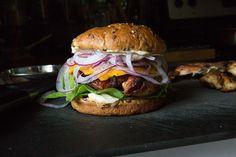 Grilled Chicken of the Woods Sandwich - Wicked Healthy Vegan Burgers, Salmon Burgers, Mushroom Recipes, Vegetable Recipes, Veggie Food, Chicken Of The Woods, Vegan Pulled Pork, Spicy Tuna Roll, Wicked