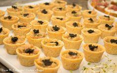 Tartar de salmão no copinho crocante. #CaptainsBuffet #Casarnapraia #CasaremBuzios #Wedding #BuziosWedding #Instafood #Buffet
