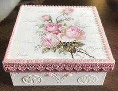 Caixa decorada para presente Vintage Shabby Chic, Vintage Art, Pringles Can, Blanket Box, Decoupage Art, Arts And Crafts, Diy Crafts, Pretty Box, Vases Decor