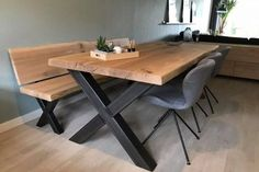 Lovely designs for a farmhouse dining room table Farmhouse Dining Room Table, Diy Dining Table, Dining Table Design, Oak Table, Metal Leg Dining Table, Diy Esstisch, Esstisch Design, Front Room Decor, Home Decor Kitchen