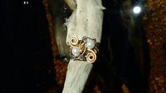 Anel do vento, confeccionado em arame de cobre com cristais