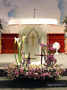 Alter Flowers, Church Flowers, Church Flower Arrangements, Floral Decorations, Altar, Temples, Lent, Flower Vases, Flower Decorations