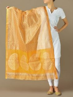 Yellow-Gold Paisley Grandeur Maheshwari-Cotton Silk Dupatta