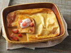Ahvenanmaan pannukakku maitojauheesta Apple Pie, Waffles, Breakfast, Desserts, Food, Morning Coffee, Tailgate Desserts, Deserts, Essen