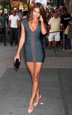 Irina Shayk, Russian model in Herve Leger bandage dress and Christian Louboutin heels. Irina Shayk, Green Bandage Dress, Bandage Dresses, Green Dress, Modelos Fashion, Herve Leger Dress, Celebs, Celebrities, Mode Inspiration