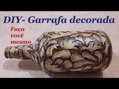 DIY - Bottle decorated with cold porcelain paste Diy Bottle, Bottle Vase, Bottle Crafts, Diy Organizer, Garrafa Diy, Diy Glasses, Diy Love, Wedding Bottles, Glass Artwork