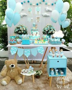 Planning a baby shower? I can't imagine a baby shower without a dessert table, and today I've prepared some ideas for you to get inspired. Idee Baby Shower, Fiesta Baby Shower, Shower Bebe, Baby Shower Table, Boy Baby Shower Themes, Baby Shower Balloons, Baby Shower Cakes, Shower Party, Baby Shower Parties