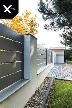 House Fence Design, Fence Gate Design, Front Gate Design, Modern Fence Design, Fence Landscaping, Backyard Fences, Modern Landscaping, Compound Wall Design, Boundary Walls