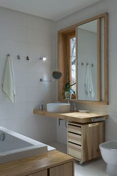 Great and simple bathroom design with wooden accent.