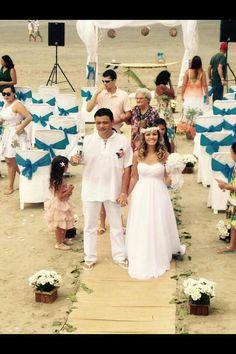 Foto da Dilza  que carinhosamente  nos enviou com depoimento agradecendo os ajustes em seu vestido de noiva