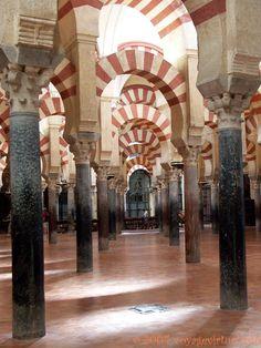 Marbre noir et rose de l'ajout d'Alhaken, Mezquita Cordoba, Espanha