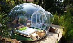 Attrap'Revês (in francese: acchiappa sogni) ad Allauch in Francia è un villaggio nel verde, dormi in una bolla trasparente immersa nella…