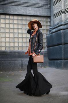 Tina Sizonova / Flared trousers //  #Fashion, #FashionBlog, #FashionBlogger, #Ootd, #OutfitOfTheDay, #Style
