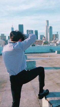 one legged stance Jung Kook, Jung Hyun, Busan, Jungkook Oppa, Bts Bangtan Boy, Taekook, Taehyung, Selca, Rapper