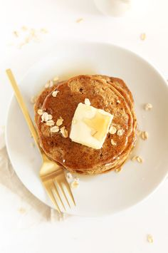 FLUFFY Whole Grain Vegan Pancakes made with spelt flour. So fluffy, delicious and just 1 bowl required #vegan #healthy