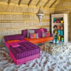 COLORFUL BEACH HUT INTERIOR...with a sand floor! <3