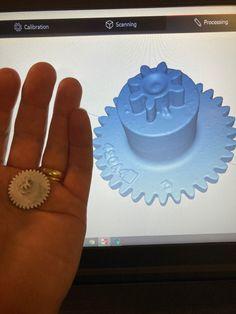 Rikkinäinen hammasratas 3D-skannattiin. Hammasratas korjattiin Rhinossa ja 3D-tulostettiin uusi nailonista. Ice Tray, 3d, Cake, Desserts, Tailgate Desserts, Deserts, Kuchen, Postres, Dessert