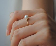 Whether you are looking for a vintage and unique pearl jewelry within your budget? Pearl Ring, Pearl Jewelry, Pearl Earrings, Dress For Success, Diamond Are A Girls Best Friend, Belly Button Rings, Fancy, Jewels, Elegant