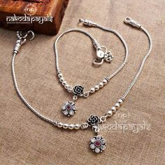 Payal Designs Silver, Silver Anklets Designs, Gold Mangalsutra Designs, Anklet Designs, Jewelry Design Earrings, Gold Earrings Designs, Gold Jewellery Design, Women's Jewelry, Silver Ankle Bracelet