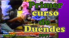 Roberto Benitez dictando El primer curso de duendes a niños de un jardín...