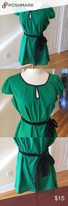 Motherhood MATERNITY blouse 🛍This is emerald green. Great condition. 100% polyester Motherhood Maternity Tops Blouses