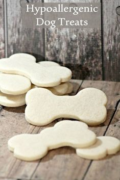 Hypoallergenic Dog Treat Recipe with Limited Ingredients Looking for a limited ingredient hypoallergenic dog treat for your sensitive pooch? These easy biscuits have just four ingredients, all gentle on tummies. Puppy Treats, Diy Dog Treats, Homemade Dog Treats, Healthy Dog Treats, Gourmet Dog Treats, Dog Biscuit Recipes, Dog Food Recipes, Easy Dog Treat Recipes, Dog Biscuits
