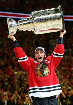 The Captain hoists the Stanley Cup! #2015 #StanleyCupChampions
