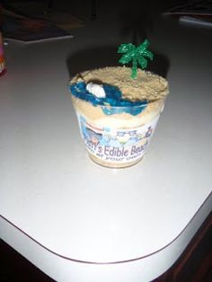 Little Beaches – Pudding & crushed vanilla oreos (sand) layered in a clear plastic cup. The top layer, some blue icing for the water & a fish shaped fruit snack to swim in the sea of icing (hawaiian luau party hawaii) Fruit Snacks, Party Snacks, Beach Treats, Yummy Treats, Sweet Treats, Hawaiian Luau Party, Fish Shapes, Vacation Bible School, Cute Food