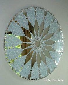 Mandala em Mosaico (Love this idea! Mosaic Artwork, Mirror Mosaic, Mirror Art, Mosaic Wall, Mosaic Glass, Mirror Glass, Mosaic Crafts, Mosaic Projects, Mosaic Designs