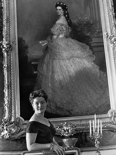 wo beautiful & tragic women Romy Schneider in front of Sisi's painting in 1955 at Hofburg palace, Vienna . Romy Schneider, Magda Schneider, Austria, Impératrice Sissi, Empress Sissi, Photo Portrait, Old Paris, Idole, Elisabeth