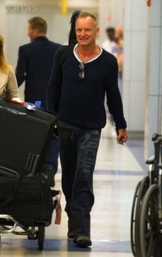 Sting arriving at JFK airport in NYC 30 maggio 2012