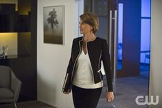 """The Flash -- """"All Star Team Up"""" -- Image FLA118B_0300b -- Pictured: Amanda Pays as Christina McGee -- Photo: Cate Cameron/The CW -- © 2015 The CW Network, LLC. All rights reserved.pn"""