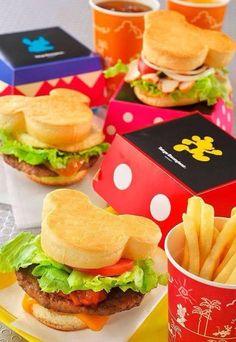 Confira nossa seleção com 80 fotos de decoração para festa infantil com tema do Mickey Mouse.