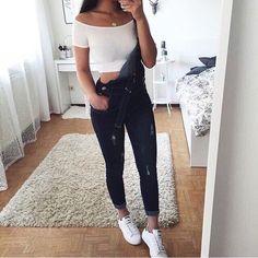 Salopette en jean + crop top blanc